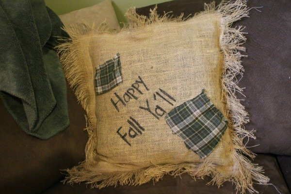 diy burlap pillow tutprial