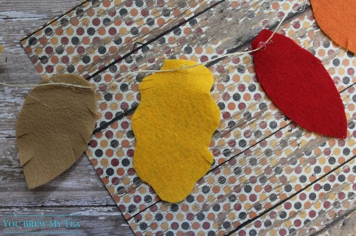 Felt Crafts like this Easy Fall Leaf Garland are such a fun way to make home decor with the kids and learn about changing colors of leaves!