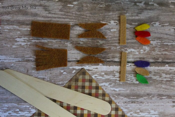 Craft Sticks make amazing Wooden Craft Stick Native American Dolls!  These are perfect for Thanksgiving play and learning this year!