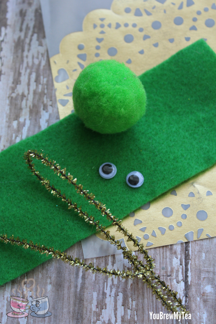 Alien Craft: Dollar Tree Crafts are a favorite of ours, and this Easy Alien Craft is a favorite fun idea for a Spring homeschool group project!