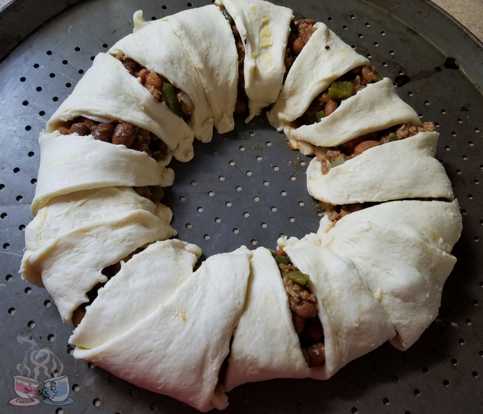 Make our Burrito Bowl Crescent Ring as a great fun and easy meal the whole family loves! This crescent ring recipe is only 8 SmartPoints per serving!