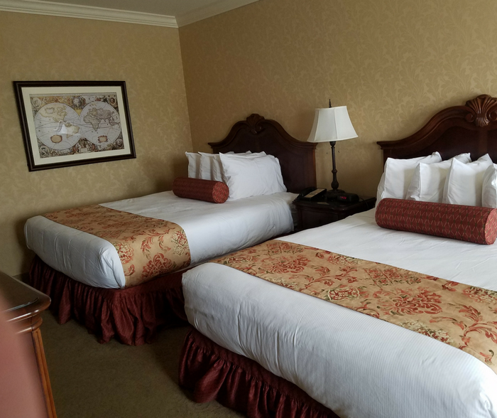 Lancaster, Pennsylvania has amazing hotels but nothing is better than the Fulton Steamboat Inn for a great family friendly vacation!  Luxury stays are better than ever in Lancaster City when you choose Fulton Steamboat Inn!