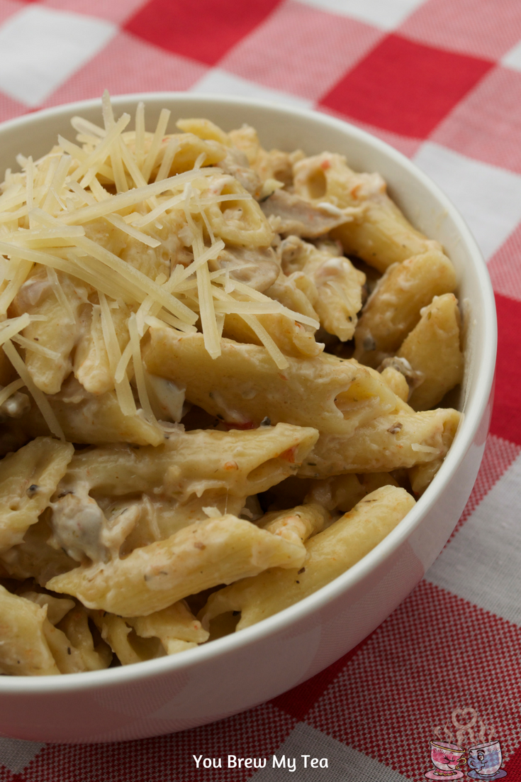 Instant Pot Italian Creamy Chicken Pasta Recipe is ready in just 15 minutes! This pasta recipe is Weight Watchers approved with only 8 SmartPoints!