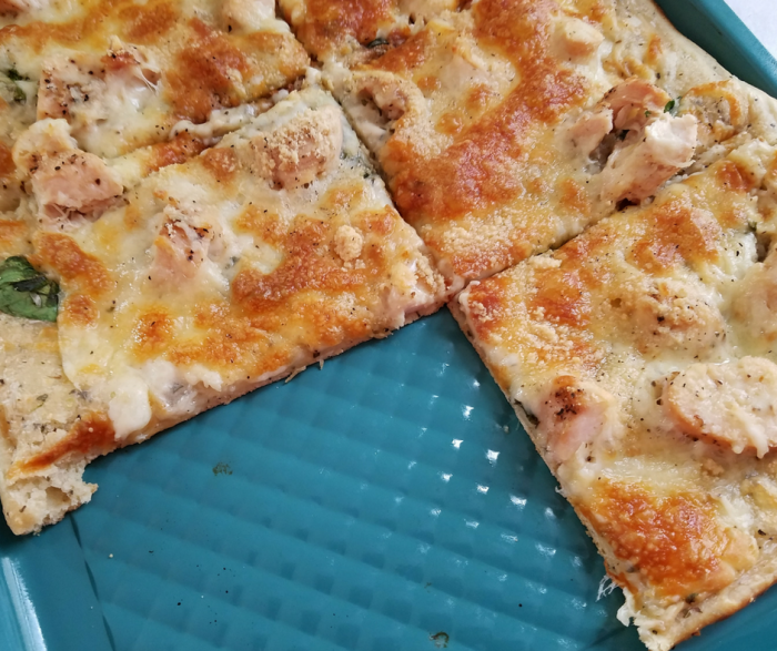 Skinny Chicken Alfredo Pizza