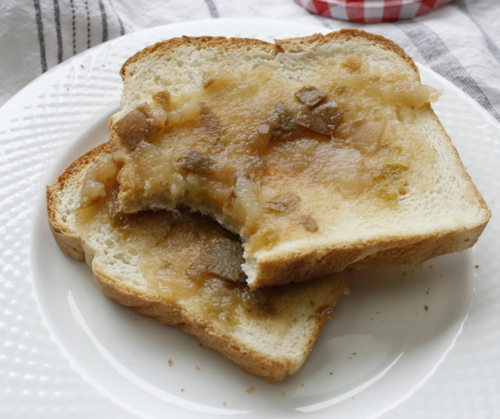 Slow Cooker Pear Butter is a great option for a Zero Point FreeStyle Weight Watchers Recipe! It's a perfect addition to your breakfast routine and ideal on toast!