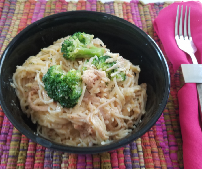 Weight Watchers FreeStyle Chicken recipes are so easy when you make ones like this Slow Cooker Chicken Pasta with Broccoli! Cheesy pasta with delicious moist slow cooked chicken makes a perfect kid-friendly Crockpot meal low in FreeStyle points!