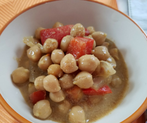 Use your Instant Pot to make a great VEGAN Curry Recipe! This chickpea recipe is a perfect Weight Watchers FreeStyle side dish or complete meal! Ready in just 5 minutes!