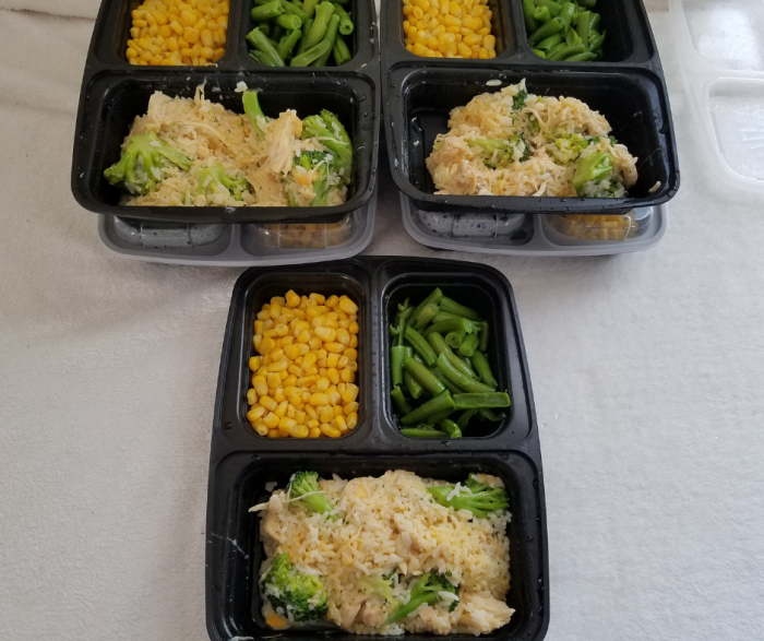 This Cheesy Chicken & Rice Meal Prep Idea is a fast Instant Pot Recipe for WW FreeStyle Plan! This low point Weight Watchers FreeStyle Instant Pot Recipe is ready in minutes and ideal for portioning for a week of easy lunches.